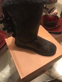 Ugg boots size 8 Baltimore, 21220