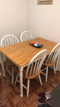 Dining room table and 4 matching chairs Toronto, M1K 0A4