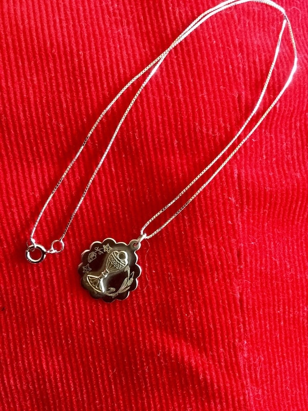 Sterling silver round pendant necklace / 925 stamped