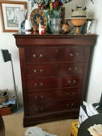 Queen sleigh bed and dresser Lawrenceville, 30044
