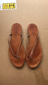 pair of brown leather thong sandals Laredo, 78045