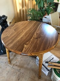 Round kitchen table expandable up to 2 more feet North Providence, 02904