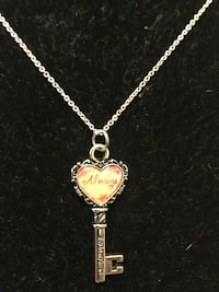 gold chain necklace with heart pendant Garden Grove, 92841