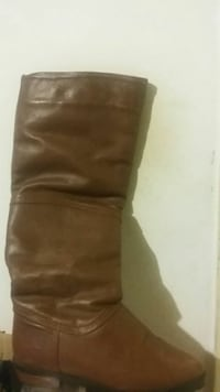 Pair of s 6 winter boots London, N5Z 4Z9
