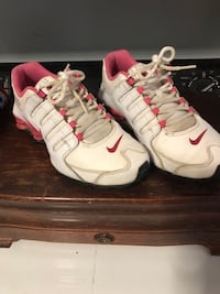 Pink and white nike shox size 6y and fits like an adult size7.