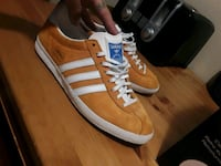 Mens Adidas Low top shoes size 8