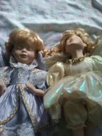 two brown haired female dolls Grifton, 28530