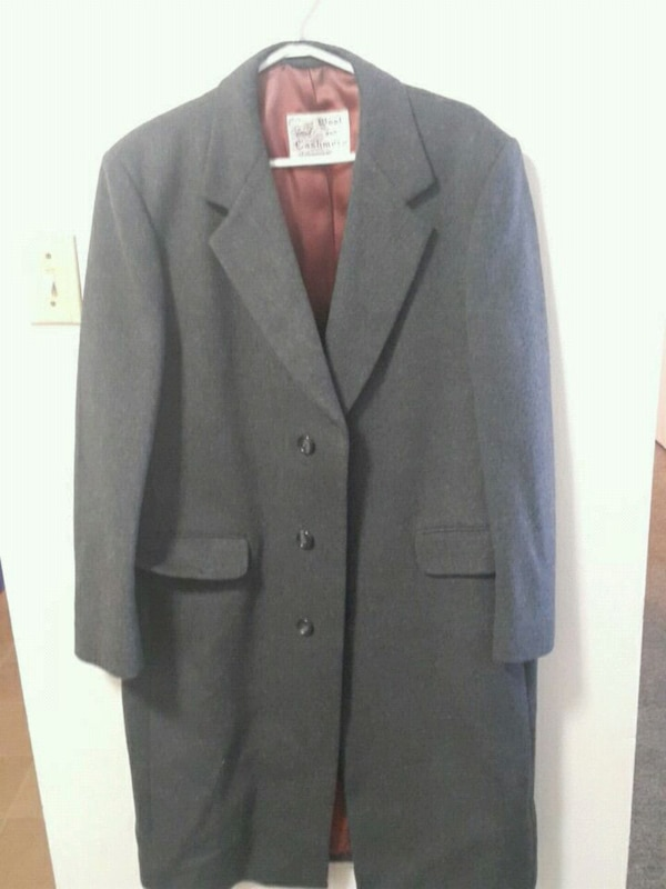 Trench coat (moving sale) b2ee176f-6e01-4e97-9c55-12bed1f4959d