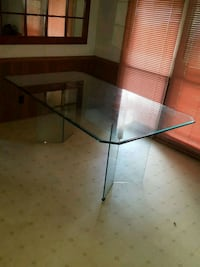 4×6 thick glass table with stand New Braunfels, 78130