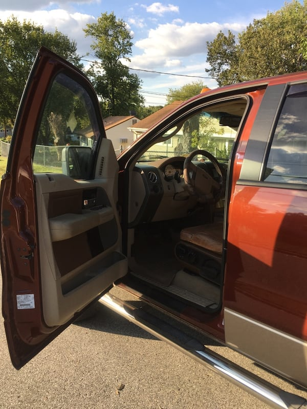 2005 Ford F-150 king ranch 4x4 287c4f22-cf10-44d1-8440-0a2bf986831a