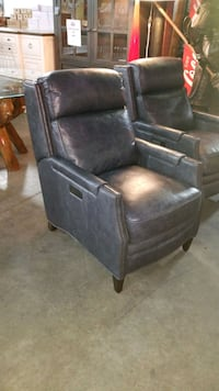 Power leather recliner  Mississauga, L4X 1R1