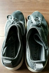 pair of gray-william casbia sneakers 5714 km