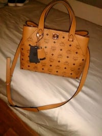 women's leather mcm tote  147 mi