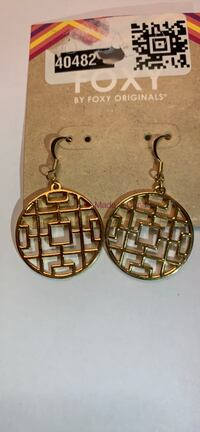 Dangly Earrings Gold tone Mississauga