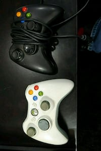 2 Xbox 360 game controllers Chicago, 60660