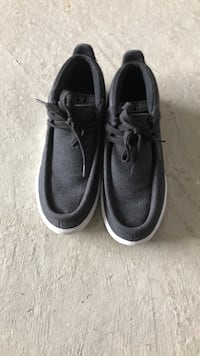 Pair of black vans low-top sneakers size 7 Innisfil, L9S 0L4