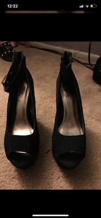 Size 7 gold and black scrappy shoe Jurupa Valley, 91752