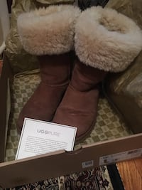 Authentic Tall UGGS size 8  Oakville, L6H 1Y4