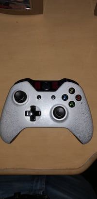 white and black Xbox One controller Saint James, 11780