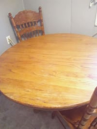 Solid wood round table 2 chairs Crossville, 38555