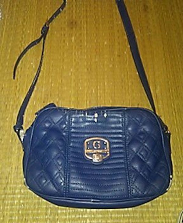f042bf75dfab Used Guess purse. HomeFashion and Accessories Vancouver