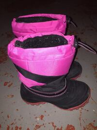 Pair of black-and-pink boots Calgary, T2E