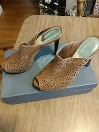 Vince Camuto mules 8 1/2 Worcester