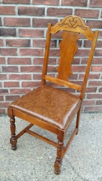 BEAUTIFUL WOODEN CHAIR WITH CUSHIONED SEAT!! Edmonton, T6R
