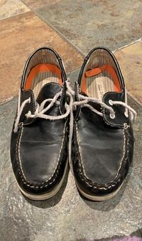 Men's black boat shoes