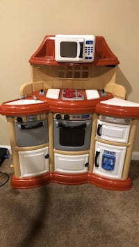 toddler's red and white kitchen play set Boyds, 20841