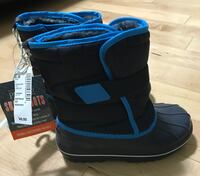 Brand new Toddler size 11 winter boots from children's place