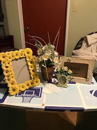 4 piece daisy home decor/frames are new Bakersfield, 93308