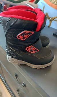 Cougar winter boots toddler 9  Innisfil, L9S 1W1