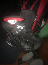 Pair of black-and-red snowboard boots Glen Burnie, 21060