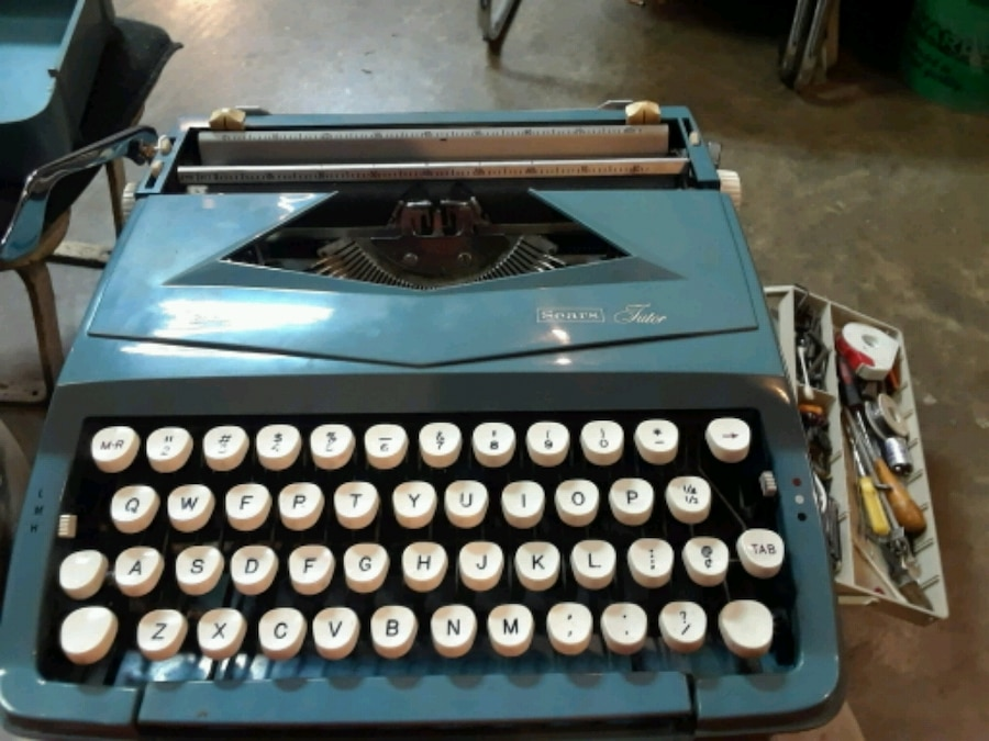 Photo Sears vintage type writer in excellent shape