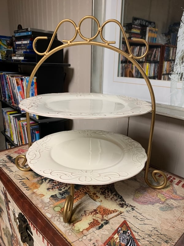 TWO TIERED PLATE STAND 2c760eba-7812-4989-8c3c-2061c7c38086