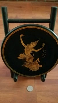 INDIAN THEMED PLATE w/stand. Reading