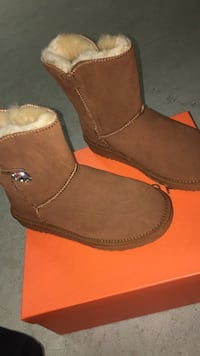 pair of brown suede boots Vaughan, L4H 3L3