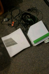 white Xbox 360 console with with a projector  Middletown, 10941