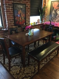 Dining table with chairs Omaha, 68102