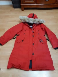 Canada Goose Winter Jackect Size M great Condition only used it for one winter it's like new took really good care of it ;) Mississauga, L5L 2M3