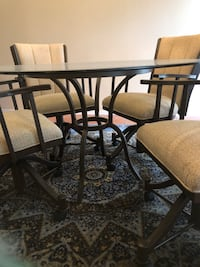 Beautiful Glass Table & Four Swivel chairs!
