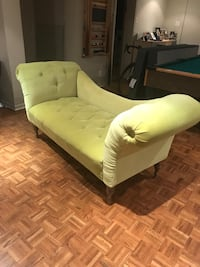 Green love seat Hampstead, H3X 2Y4