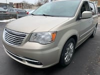 Chrysler-Town and Country-2016