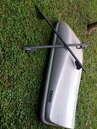 gray and black car roof rack 796 km