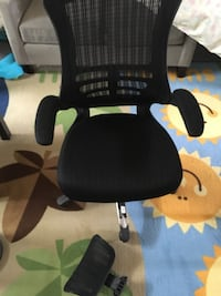MOVING SALE: OFFICE CHAIR with head rest 24 mi