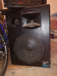2 Fender concert speakers and a dual output Yamaha amp