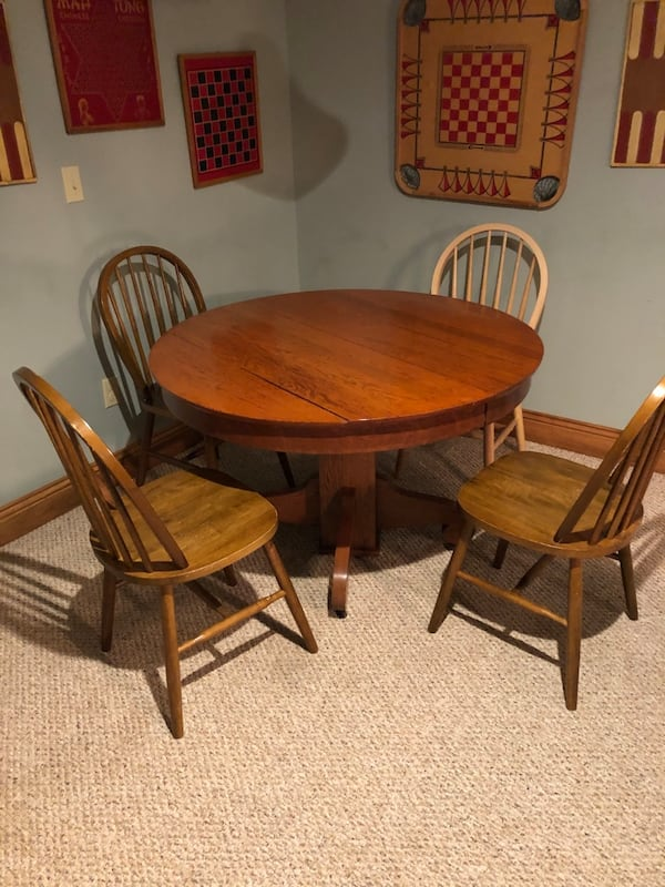 Solid Oak Pedestal Table and 4 chairs 71a480f6-8181-450b-bb77-d843c77d76d1