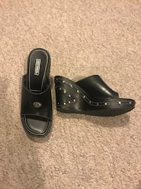 Women's leather Harley Davidson size 8 wedge sandal worn once