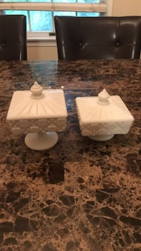 Vintage white glass ceramic candy dish Point Of Rocks, 21777